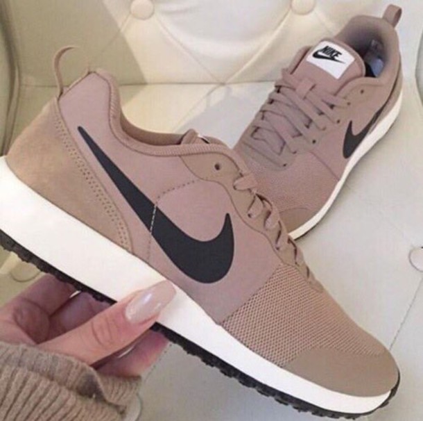 bj71zo-l-610x610-shoes-nude+sneakers-nike+shoes-nude-nike-nike+sneakers-tan-nikes-nude+shoes-nike+running+shoes-low+sneakers-beige-brown-sneakers-want-black-white-brand-fashion+vibe-cool+girl+style
