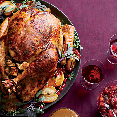 54f657612dbb3_-_roast-turkey-chestnut-apple-stuffing-recipe-fw1113-de