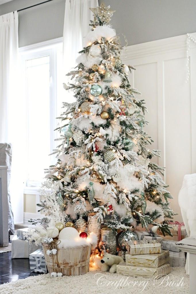 christmashousetour2014flockedtreefullviewcraftberrybush2