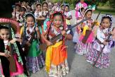 Little-Mexican-Girls-With-Guns-During-Mexico-Independence-Day-Celebration